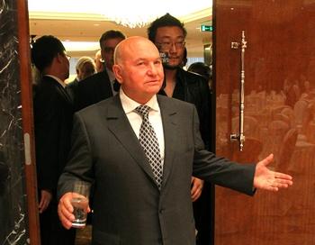 Выступление Юрия Лужкова укрепило противостояние между Москвой и федеральным Центром. Фото: Alexey SAZONOV/AFP/Getty Images