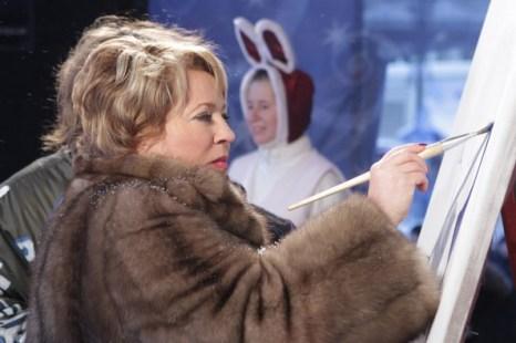 «Новогодняя ночь» Матвиенко стала лидером аукциона «Рождественская  азбука». Фото пресс-службы губернатора Санкт-Петербурга.