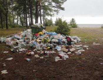 Свалка на Байкале в селе Энхэлук.  Фото с сайта savebaikal.com