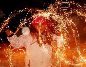 Городские власти города совместно с развлекательными центрами и компаниями по организации досуга к встрече Нового года приготовили разнообразную программу на любой вкус. Фото: Getty Images
