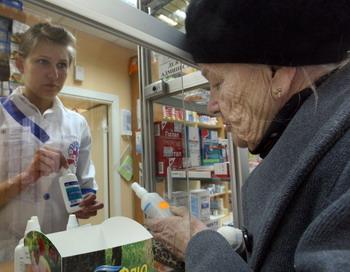 Лекарства от кашля с кодеином могут исчезнуть из свободной продажи. Фото: KIRILL KUDRYAVTSEV/AFP/Getty Images