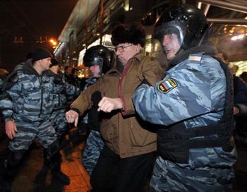Эвакуация Киевского вокзала, слухи о заложенной бомбе не подтвердились. Фото: ALEXEY SAZONOV/Getty Images