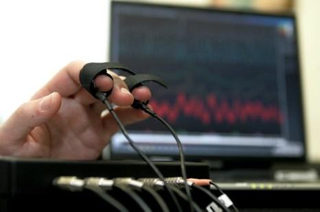 Хочешь стать госслужащим – пройди детектор лжи. Фото: Dima Korotayev/Epsilon/Getty Images