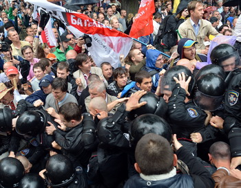 На митинге. Фото: SERGEI SUPINSKY/AFP/GettyImages