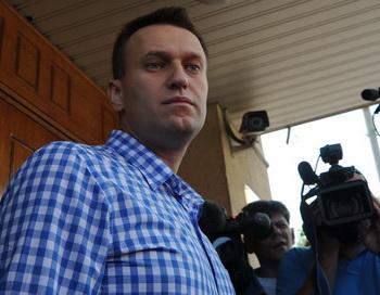 Алексей Навальный прибыл на допрос в Федеральный следственный офис 12 июня 2012 года. Фото: ANDREY SMIRNOV/AFP/GettyImages