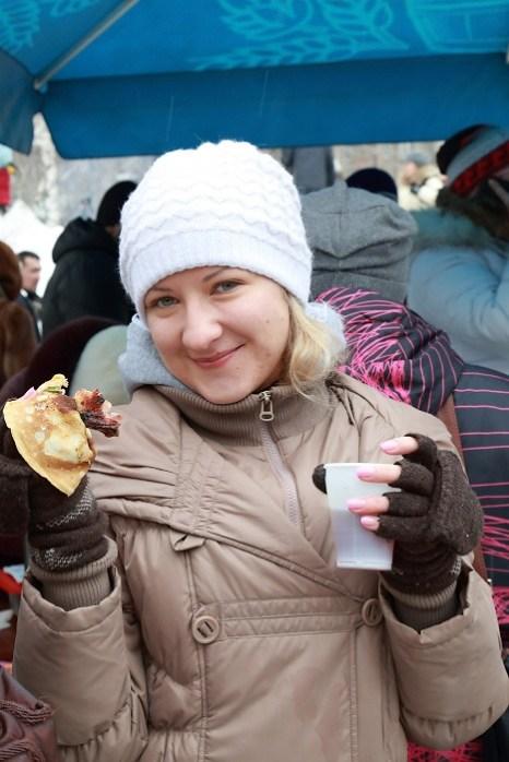 Масленица в Новосибирске. Пальчики оближешь. Фото: Сергей Кузьмин/Великая Эпоха (The Epoch Times)