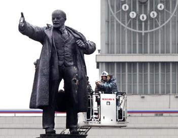 Взорванный памятник Ленину в Санкт-Петербурге. Фото: podrobnosti.ua