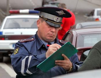 За парковку автомобилей в неустановленном месте увеличены штрафы. Фото: 18.unise.ru/news