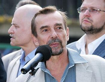 Правозащитник Лев Пономарев арестован судом на трое суток