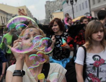 Парад мыльных пузырей на Старом Арбате. Фото РИА Новости