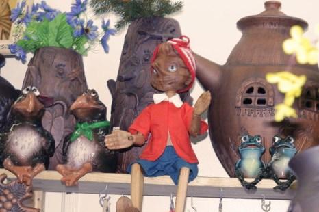Буратино из красного дерева мастеров из Ногинска. Фото: Николай Карпов/Великая Эпоха (The Epoch Times)