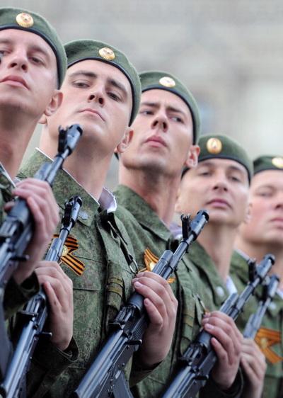 Фоторепортаж о Параде победы на Красной площади в Москве. Фото: ALEXANDER NEMENOV/AFP/Getty Images