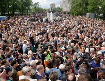 Оппозиция на Бульварном кольце во время «Контрольной прогулки» 13 мая 2012 года. Фото: KIRILL KUDRYAVTSEV/AFP/GettyImages