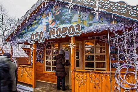 Домик Деда Мороза. Рождественская ярмарка в Санкт-Петербурге. Фото: Олег Луценко/Великая Эпоха (The Epoch Times)