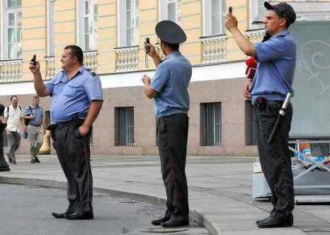 «Мегафон» предупреждает о рассылке «заражённых» поздравлений. Фото: NIKITA EVDOKIMOV/AFP/Getty Images