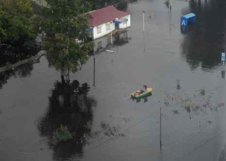 В Комсомольске-на-Амуре готовятся к резкому подъёму воды. Ожидается, что к 11 – 15 сентября уровень воды может подняться до 930-980 сантиметров — почти на десять метров выше уровня периода низкой воды. Фото: ALEXEI NIKOLSKY/AFP/Getty Images
