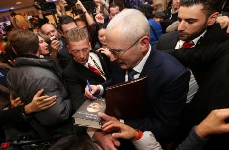 Михаил Ходорковский  вместе с семьёй прибыл в Швейцарию. Фото: Sean Gallup/Getty Images