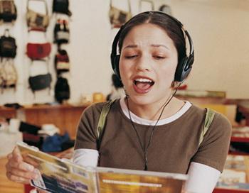 Пение поможет выучить новый язык. Фото: Digital Vision/Getty Images