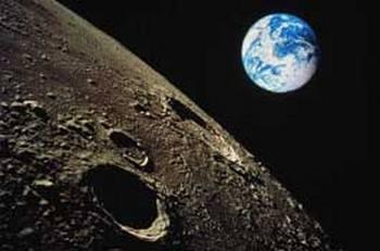 Обратная сторона Луны  таит много загадок. Фото с news.open.by