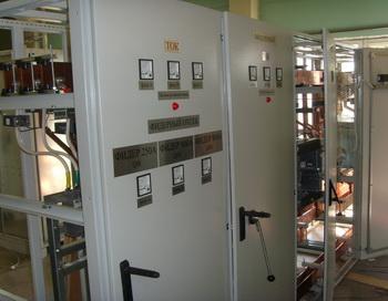 Распределительные устройства электроэнергии обеспечивают безопасность и комфорт нашего дома. Фото: promcomplect.ru