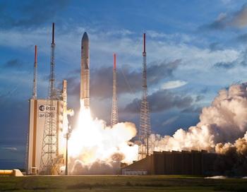 Спутник MSG-3 отправляется на борту ракетоносителя Ariane-5 с космодрома Куру во французской Гвиане 5 июля 2012, в 23:36 по среднеевропейскому времени. Фото: eumetsat.int