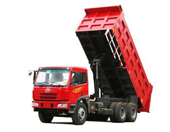 Общий объем продаж FAW в 2009 году составил 1,94 млн. единиц техники и из них 2 тыс. среднетоннажных и крупнотоннажных грузовиков продано в России в 2009 году. Фото: gruzoviki.ru