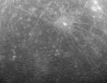 NASA представило первые орбитальные снимки Меркурия. Фото: NASA via Getty Images