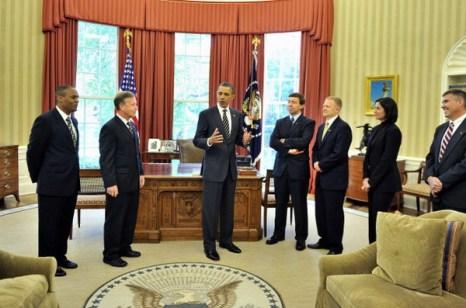 Фоторепортаж  о встрече президента США Барака Обамы с членами экипажа шаттла «Дискавери» в Белом доме. Фото: Alex Wong/Getty Images