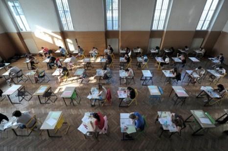 В Бельгии предложили новую технологию приёма экзаменов у неусердных студентов. Фото: FREDERICK FLORIN/AFP/Getty Images