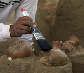 В Перу найдена гробница с мумиями и сокровищами. Фото: PAOLO LOPEZ/AFP/Getty Images