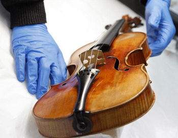 Секрет скрипок Страдивари открыли учёные. Фото: PATRICK KOVARIK/AFP/Getty Images
