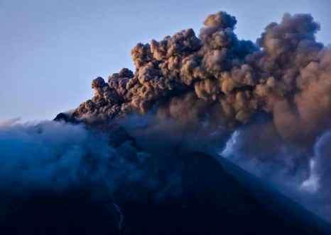 Доисторические животные в Северном Китае погибли из-за извержения вулканов. Фото: Ulet Ifansasti/Getty Images