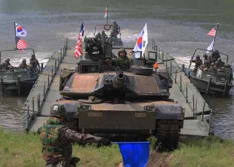 Из-за тайфуна «Данас» военные учения США, Японии и южной Кореи могут быть отменены. Фото: Chung Sung-Jun/Getty Images