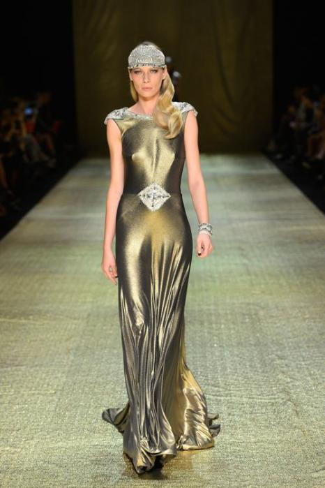 Платье в пол из коллекции Джоанны Джонстон на  Mercedes-Benz Fashion Week весна-лето 2012/13 в Австралии. Фоторепортаж. Фото: Stefan Gosatti/Getty Images