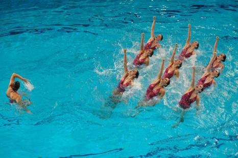 Синхронное плавание. Выступление в группах и в комбинациях на чемпионате Европы-2012. Синхронистки Испании. Фоторепортаж из Эйндховена. Фото: Clive Rose/Getty Images