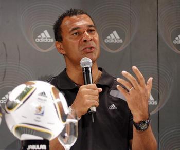 Руд Гуллит – голландский футболист, главный тренер «Терека» будет участвовать в «Кубке легенд». Фото: Dominic Barnardt/Getty Images for adidas