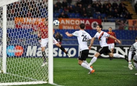 Гол Аршавина арсенал -  Барселона, Шахтер -  рома  «Шахтёр» выиграл у «Ромы» матч со счетом 3:2. Фоторепортаж. Фото: ANDREAS SOLARO/AFP/Getty Images
