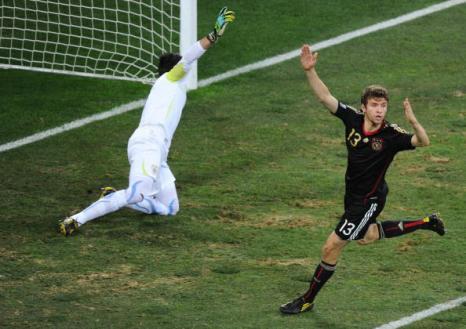 «Золотая бутса» в этом году досталась полузащитнику сборной Германии Томасу Мюллеру. Фото: CARL DE SOUZA/AFP/Getty Images