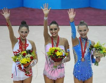 Евгения Канаева стала двукратной чемпионкой мира в многоборье. Фото: NATALIA KOLESNIKOVA/AFP/Getty Images