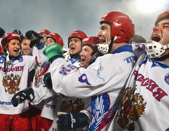 Сборная России выиграла команду Швеции на чемпионате мира по хоккею с мячом. Фото: YURI YURIEV/AFP/Getty Images