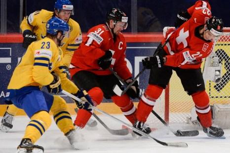 Сборная Швеции проиграла свой первый матч на ЧМ по хоккею. Фото: JONATHAN NACKSTRAND/AFP/Getty Images