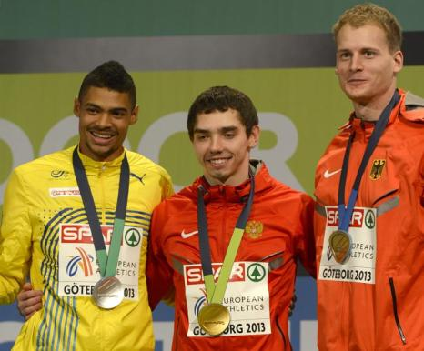 Александр Меньков принёс России 4 золотую медаль. Фото: ADRIAN DENNIS/AFP/Getty Images