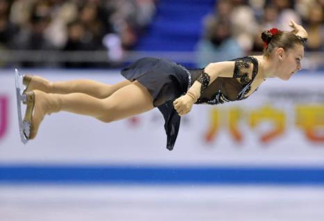 Аделина Сотникова на командном Кубке мира в Токио. Фото: KAZUHIRO NOGI/AFP/Getty Images