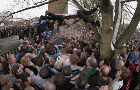 Футбол без правил в Великобритании 13 февраля 2013 года. Фото: Christopher Furlong/Getty Images