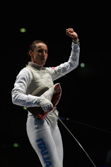 Итальянка Элиза Ди Франчиска победила в Чемпионате Европы по фехтованию 16 июня 2013 года. Фото: DIMITAR DILKOFF/AFP/Getty Images