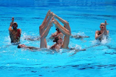 Российская группа  синхронисток стала первой в квалификации на Чемпионате мира по водным видам спорта в испанской Барселоне 23 июля 2013 года. Фото: Alexander Hassenstein/Getty Images