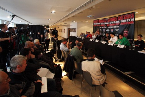 Фоторепортаж с пресс-конференции Майкла Кацидиса и Рикки Бёрнса. Фото: Dean Mouhtaropoulos/Getty Images