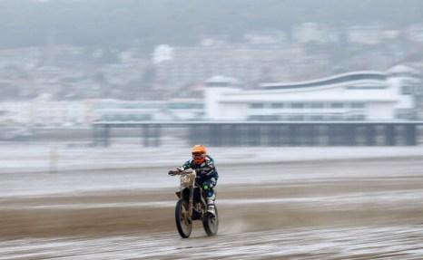 Фоторепортаж  с пляжной мотогонки БРЗ в Уэстон-Супер-Маре в Англии. Фото:  Richard Heathcote/Getty Images
