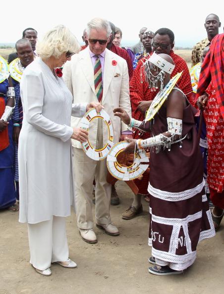 Принц Чарльз и герцогиня Корнуэлльская Камилла в Танзании посетили племя Мадженго масаи Бома. Фоторепортаж. Фото: Gareth Fuller - Pool/Getty Images