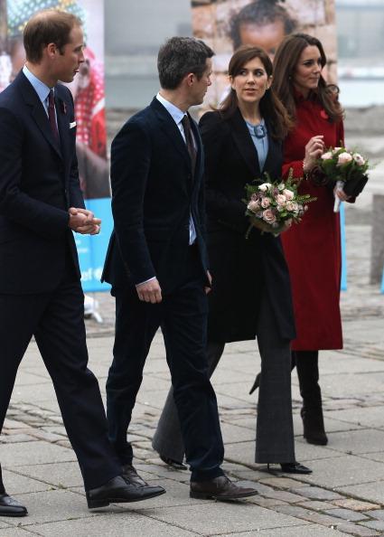 Принц  Уильям и леди Кэтрин посетили центр помощи детям в Копенгагене. Фото: Jeff J Mitchell/Getty Images